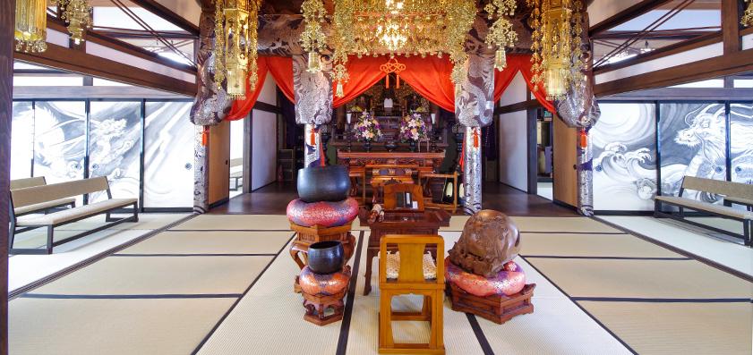 興福寺 本堂内