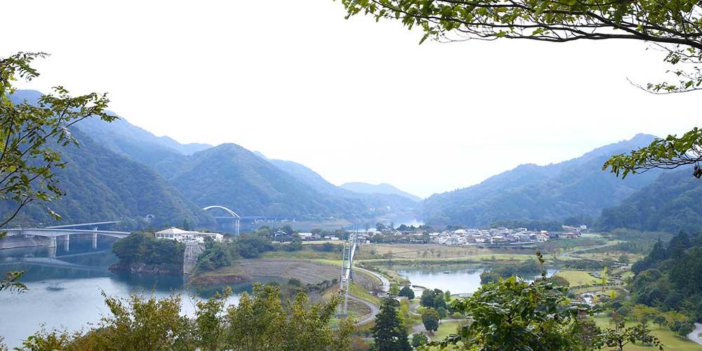 宮ヶ瀬湖の絶景を望む展望台「展望の丘」