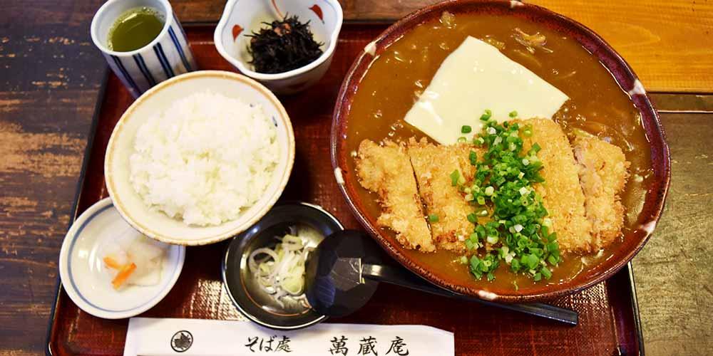 親子3代で営む地元で愛される蕎麦処「萬蔵庵」