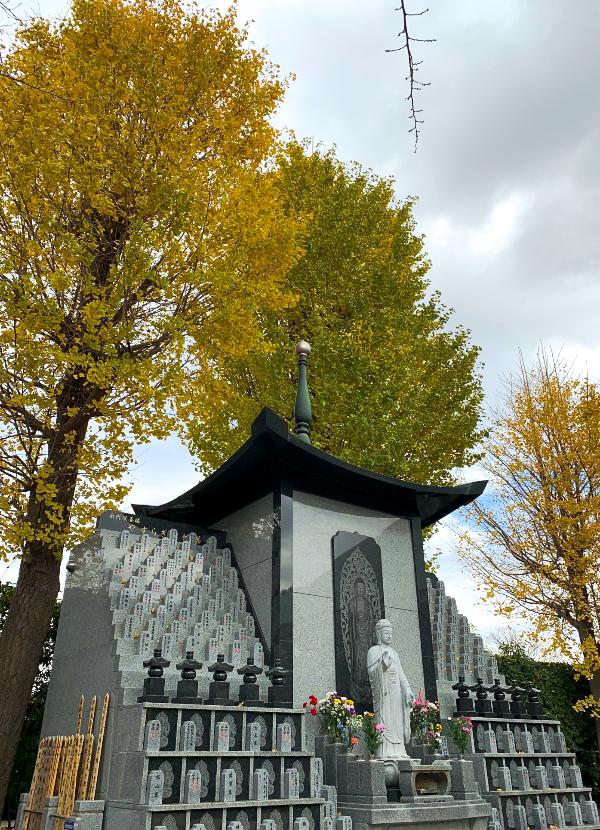 浄安寺 永代供養墓と紅葉