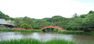 朱塗りの反橋|称名寺