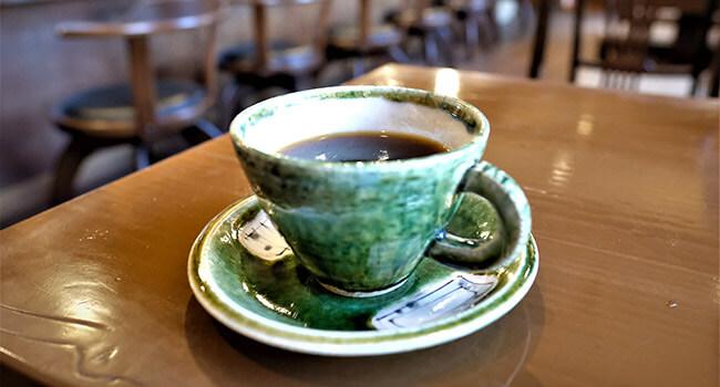 炭火焙煎の香りを堪能する昔ながらの純喫茶「柴原珈琲店」