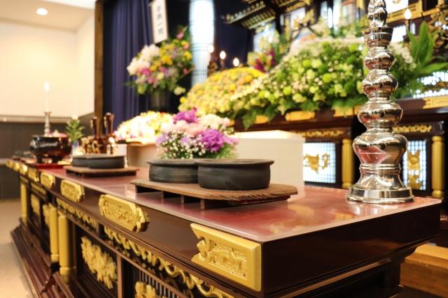 葬儀にかかる費用は約208万(全国平均)